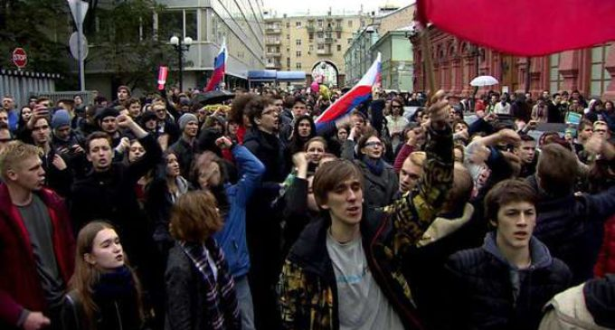 Protests Mar Putin's Birthday As Russians Demand Him To Step Down