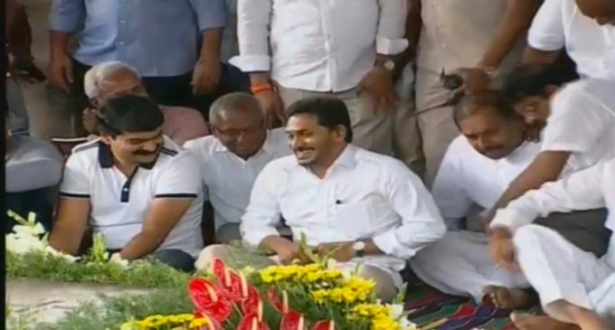 CM Jagan paid tributes to YSR